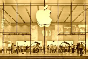 Apple Breaks Own Revenue Barriers – Record-Break Revenue